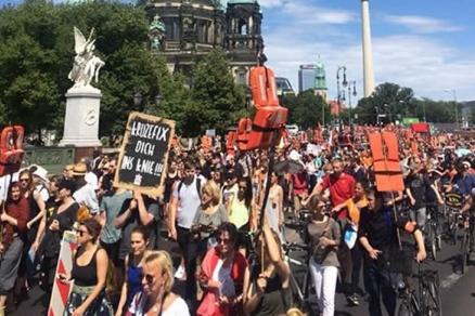 12.000 bei der Seebrücke Demo in Berlin